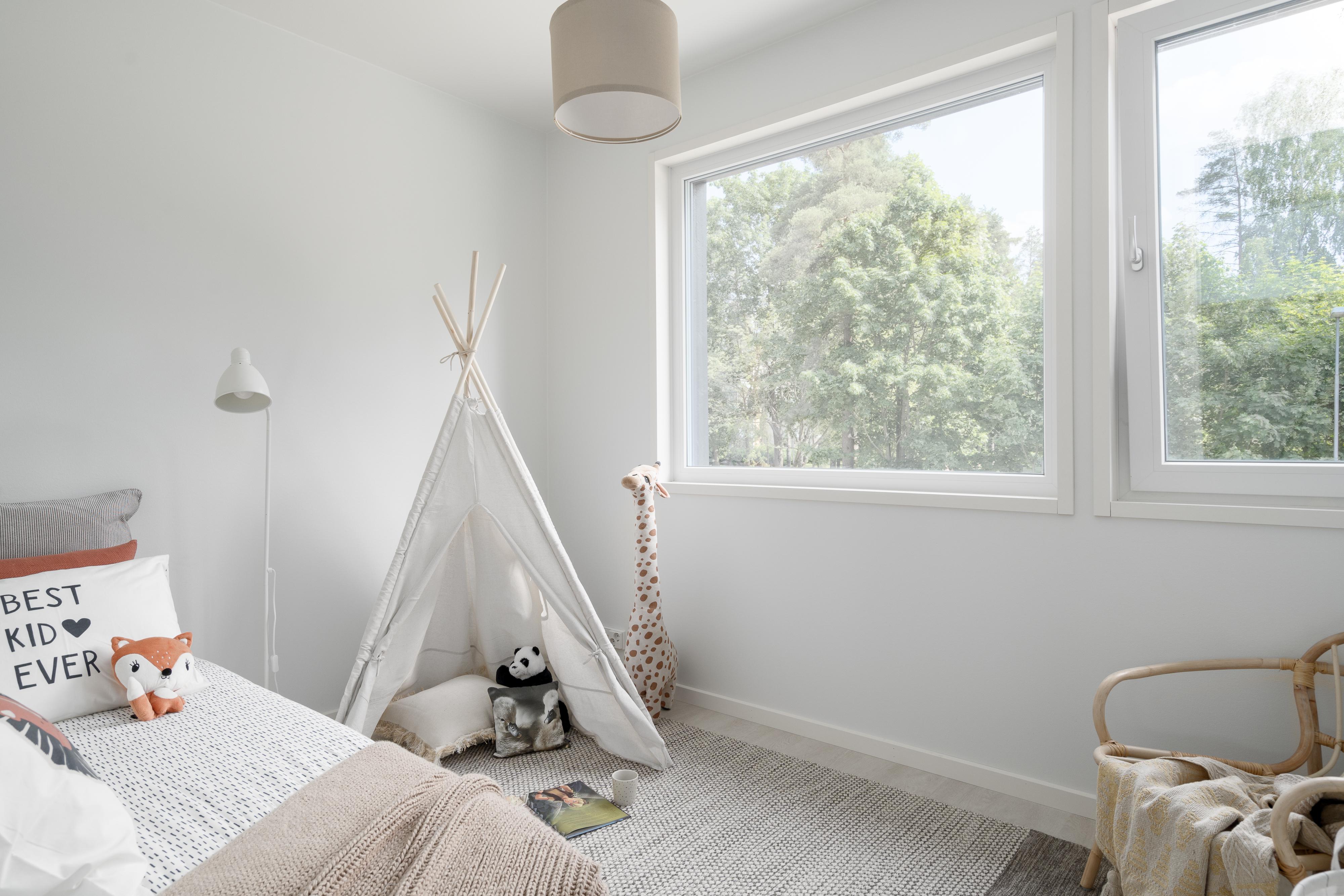 Kippi-ikkuna tuo lastenhuoneeseen turvallisen ja tehokkaan tavan tuulettaa.