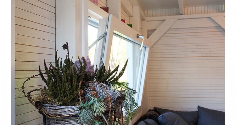 Kippi-ikkunoilla kesäkeittiöön saadaan tehokas mutta vedoton tuuletus. (Lahti)