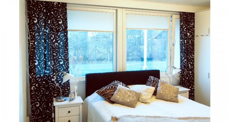 Kippi-ikkunalla saa makuuhuoneeseen miellyttävän, vedottoman tuuletuksen. Myös kippi-ikkunaan saa vekkikaihtimen. (Valkeala)
