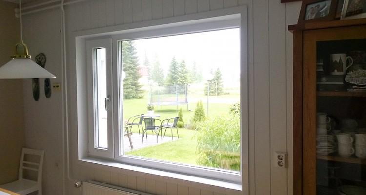 Tämä ikkuna on viimeistelty sisäpuolelta Iccunan ainutlaatuisella SillSystem-asennuspaketilla. (Nivala)